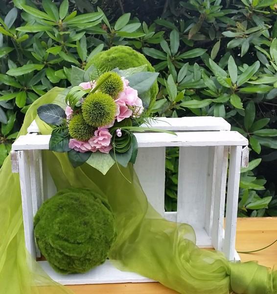 Blumenstrauß Nr.13 Strauss mit rosa Hortensie und grünen Bartnelken