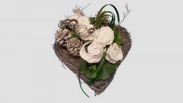 Grabgesteck Nr.4 Weidenherz mit Rosen und weißen Zapfen Totensonntag