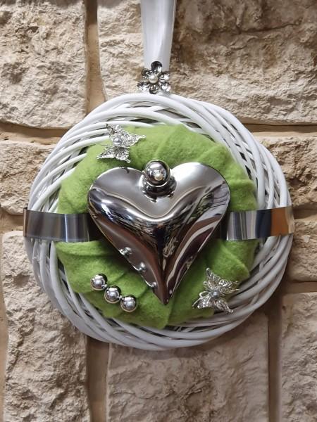 Türkranz Nr.86 Wandkranz 30 cm weiß mit apfelgrünem Filz und Herz
