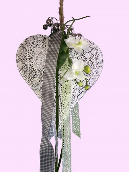 Fensterdeko Nr.12 Metallherz brushed white 26 x 24 cm mit Orchidee